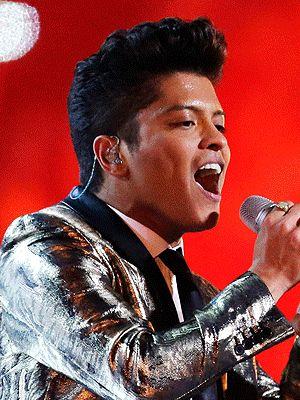 Bruno Mars Super Bowl, Bruno Mars Hair – Style News - StyleWatch ...