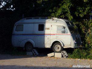 Le camping car des années 50-60 a acquis ses lettres de noblesse grace à quelques carossiers fous ou à des constructeurs createurs de caravanes: Digue, Notin....les 2 plus beaux exemplaires roulants appartiennent à des passionnés adherents au RCCF:link...