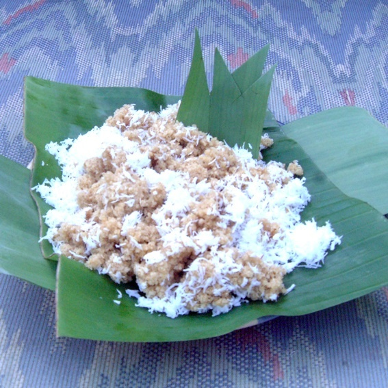 Tiwul, food that is characteristic of Gunungkidul. Tiwul made from dried cassava (tapioca). Food that was used as a substitute for rice is now a snack with sugar-sweetened coconut. The special characteristic of tiwul is the taste a sweet and savory of it. http://www.goindonesia.com/id/indonesia/jawa/yogyakarta/makanan/makanan_tradisional_yogyakarta/tiwul