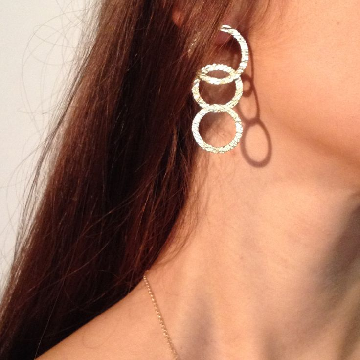 Circle elegant earrings in sterling silver.Orecchini a cerchio in argent.dainty minimal earrings, minimal silver, minimal hoop, gold colour. di EOScollection su Etsy