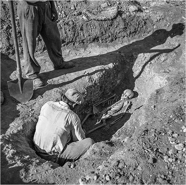 Robert McCabe Ανακάλυψη τάφου στις Μυκήνες το 1955...