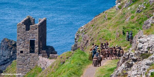 Via  Poldark Photos @PoldarkPhotos - How many characters can you spot in this shot ;-) #Poldark #CornwallPhoto