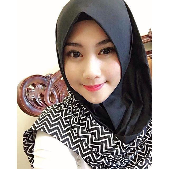 beautiful #manis #likeforlikes #photo #selfie #muslim #tagsforlike #gadiscantik #jilbabsyari #hijabers #hijab #jilbab #hijabfashion #islam #kawaii #hijabersindonesia #gadis #likes4likes #hijabstyle #cantik #muslimah #wanitamuslimah #sweet #bidadariselfie #smile #redlips #tags4likes #imut