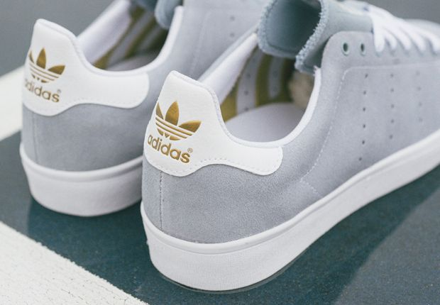 The adidas Skateboarding Stan Smith Vulc skates right into the new year with one of its cleanest colorways yet. The latest look of the suede-constructed, skate-reinforced version of the iconic tennis silhouette features a soft grey-blue shade across its upper … Continue reading →