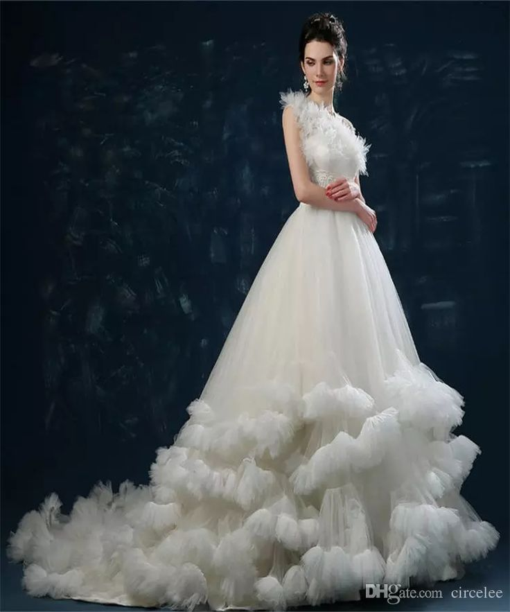 17 best ideas about feather wedding dresses on pinterest for Wedding dress with ostrich feathers