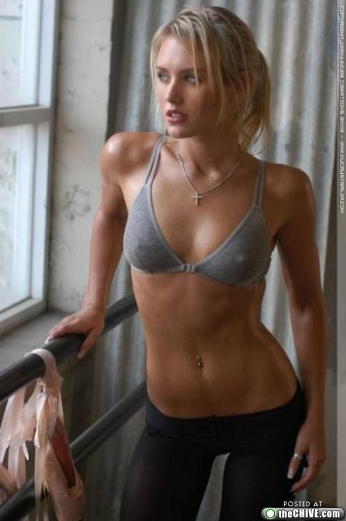 Sweet sweet Nicky Whelan (23 photos)