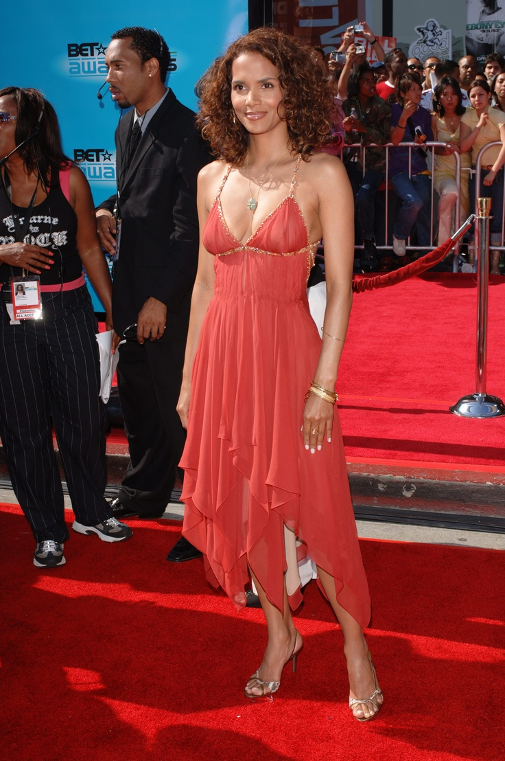 Actress HALLE BERRY at the 2005 BET (Black Entertainment Television) Awards at the Kodak Theatre, Ho...