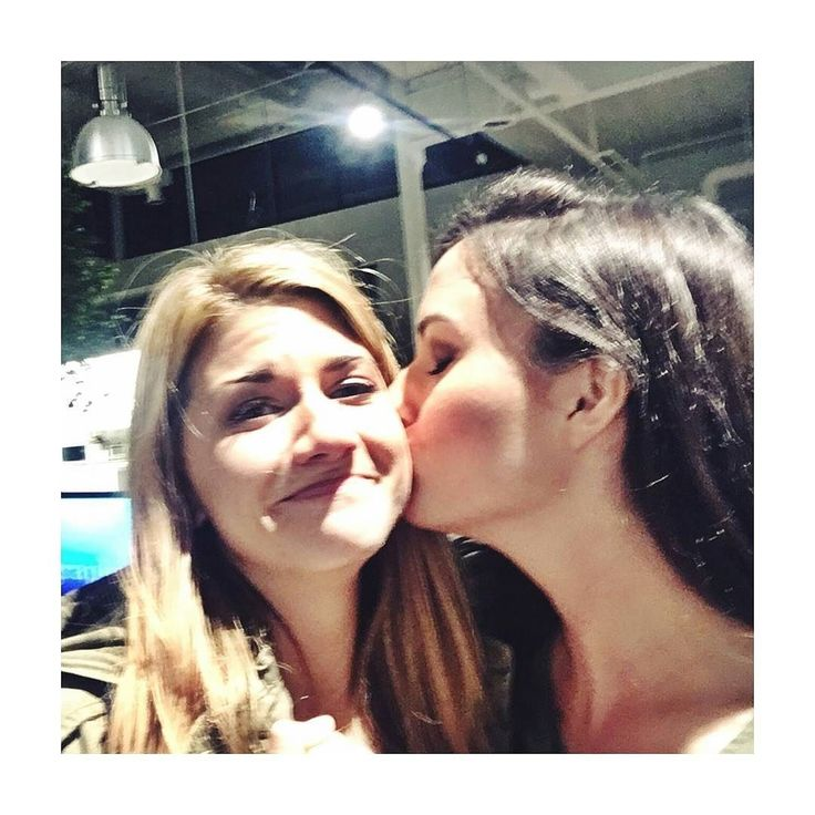 regram @ignoraance @natvanlis on Twitter: EMOTIONS!!! @carmillaseries >> I'M DYING PLS SEND HELP <<#carmilla #series #netflix #webseries #hollstein #negovanman #lafontaine #lolaperry #carm #perry #vampire #laura #laurahollis #natashanegovanlis #natasha #negovanlis #elise #bauman #elisebauman #carmillaseries #otp #lgbt