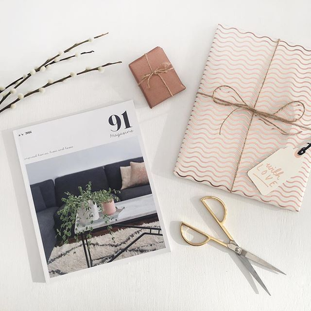 SPECIAL OFFER ALERT! If you sign up to our mailing list by Friday you will receive an exclusive code to get 10% off our A/W print issue AND we will gift wrap it in gorgeous @katieleamon paper AND you will receive an extra little surprise courtesy of @jingtea! It's a fab stocking filler for your creative, stylish friends so why not introduce it to them this Xmas?! (Or treat yourself to some fab Xmas reading material?!) ✨link in bio✨