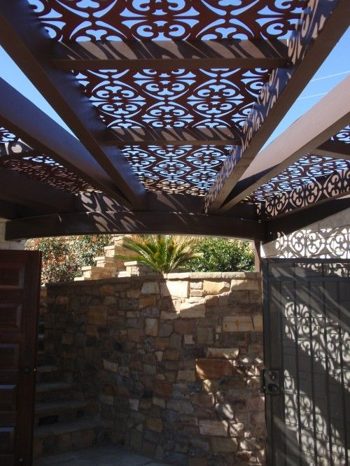 Inspirational: This is an amazing idea! Decorative panels in between pergola…