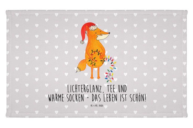 Gäste Handtuch Fuchs Weihnachten aus Kunstfaser  Natur - Das Original von Mr. & Mrs. Panda.  Das wunderschöne Gästehandtuch von Mr. & Mrs. Panda wird liebevoll von uns bedruckt und hat die Größe 30x50 cm.    Über unser Motiv Fuchs Weihnachten  Die Fox Edition ist eine besonders liebevolle Kollektion von Mr. & Mrs. Panda. Jedes Motiv ist wie immer bei Mr. & Mrs. Panda handgezeichnet und wird in unserer Manufaktur im Herzen Norddeutschlands produziert. Der Weihnachts-Fuchs ist das perfekte…