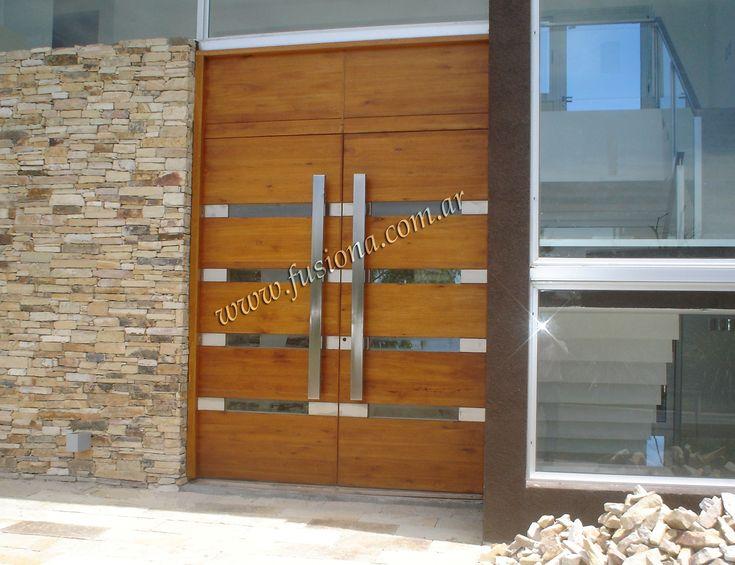 M108 puerta doble de madera con ventanitas horizontales y aplicaciones de acero inoxidable