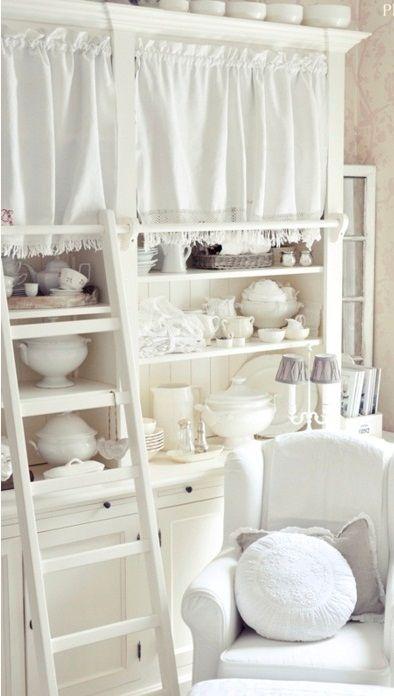 a chic white cottage ~~ X ღɱɧღ