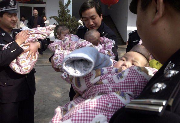 Pais chineses não querem bebês resgatados de traficantes | #Adoção, #China, #Indigência, #MisériaMoral, #Pobreza, #Resgate, #TráficoInfantil