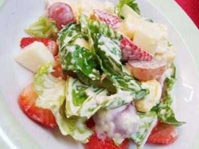Salad Buah - Berikut ini ada aneka cara membuat video resep salad buah dan sayur yoghurt mayonaise ncc ala pizza hut untuk diet yang paling sederhana serta sehat.