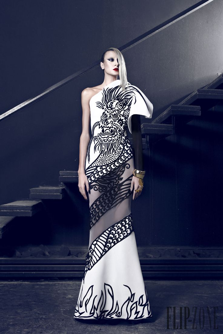 Nicolas Jebran Fall-winter 2014-2015 - Couture - http://www.flip-zone.net:8080/fashion/couture-1/independant-designers/nicolas-jebran-4846