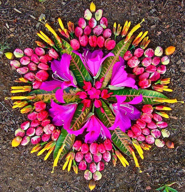 Kathy Klein ~ Danmala (flower mandala)