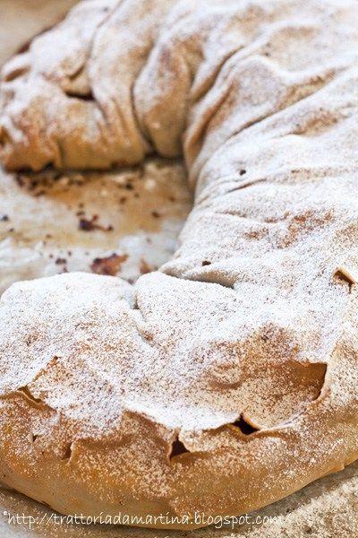lo strudel di mele è un dolce tipico della tradizione alto atesina. Questa è la originale che non prevede né frolla né pasta sfoglia.