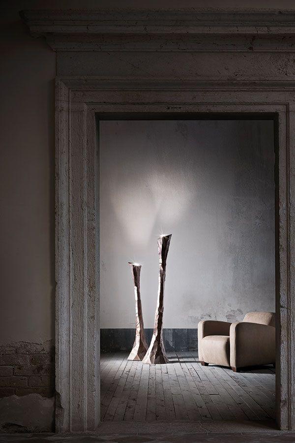 RADIKI - Iron floor lamp. RADIKI - Lampada a stelo in ferro.