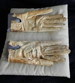 gloves Lincoln was wearing when assasinated