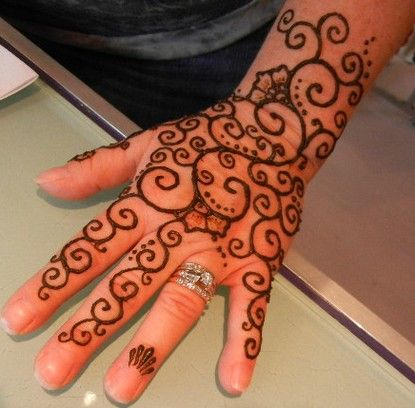 Henna Tattoo Designs For Feet | Latest Henna Tattoos For Hand 3  Reminds me of Klimt's tree of life