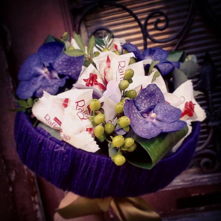 """0 aprecieri, 1 comentarii - Floraria Dorothy's (@florariadorothys) pe Instagram: """"We love chocolate ! #raffaello #chocolate #bouquet #cluj #clujnapoca #clujlife #clujcenter…"""""""