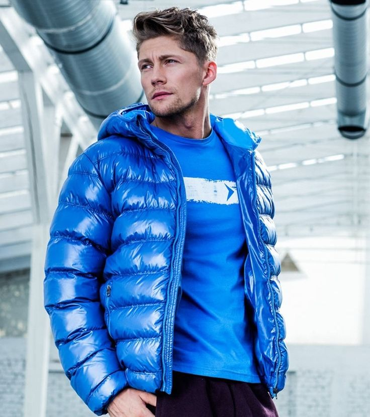 Blue is definitely the warmest color.  #outhorn#defineyoursport#active#lifestyle#fashion#men#jacket#style#outfit#winter#autumn#blue#look