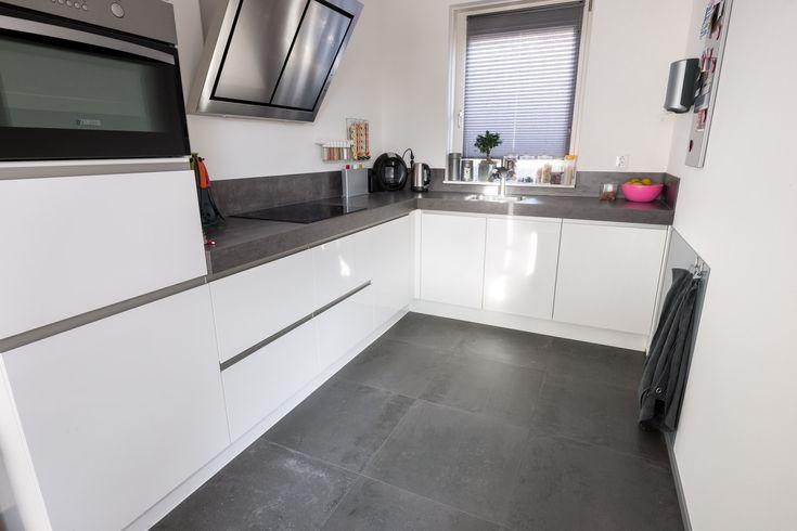 25 beste idee n over grijze houten vloeren op pinterest - Centrale eiland houten keuken ...