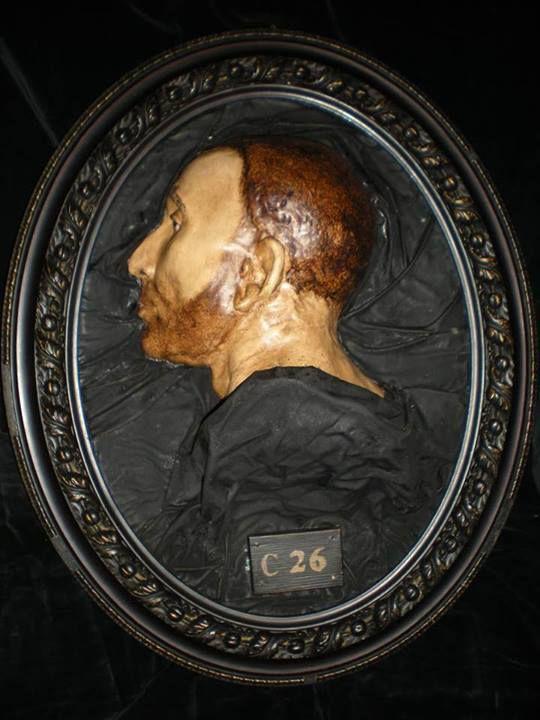 Calco del cranio di un cadavere di un criminale per gli studi di Fisiognomica di Cesare Lombroso... #cesarelombroso #fisiognomica #criminali