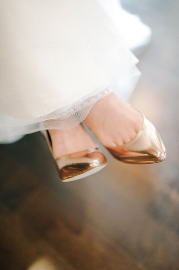 #Wedding #gold shoes ♡ How to plan your ceremony & reception … Wedding Planning App. For brides, grooms, parents & planners ♡ https://itunes.apple.com/us/app/the-gold-wedding-planner/id498112599?ls=1=8 ♡ Weddings by Colour ♡ http://www.pinterest.com/groomsandbrides/boards/