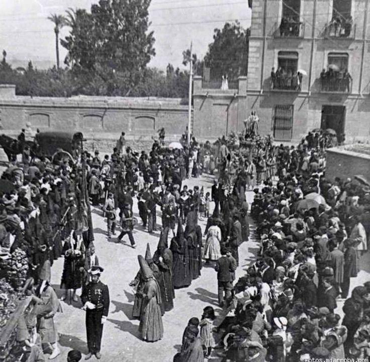 Viernes Santo en Murcia, iglesia de Nuestro Pade Jesus, Procesion de los Salzillos plaza ante la iglesia de convento agustinas