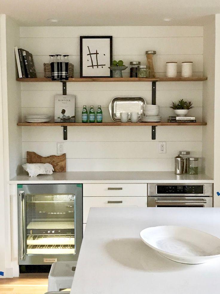 полки вместо подвесных шкафов на кухне фото фото справа лестница