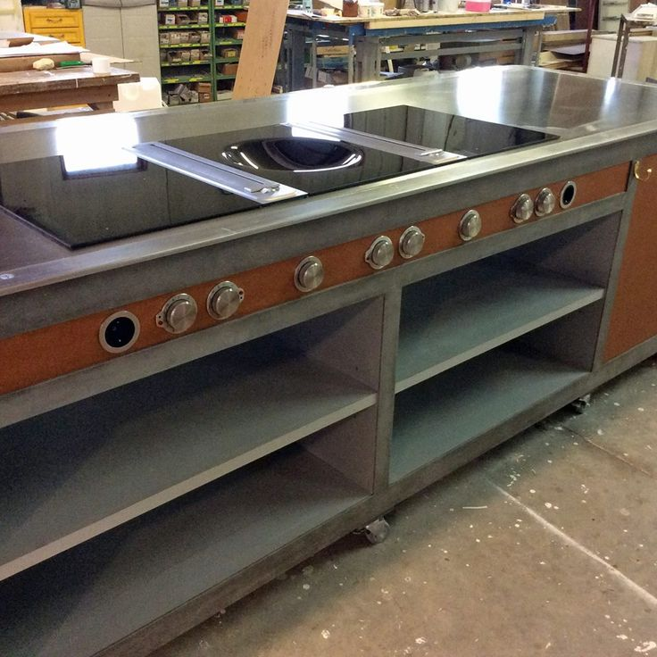 La Riccardo Barthe ha realizzato due banconi gemelli e due mobili lavaggio ausiliari per il programma televisivo in onda su Rai3 The Cooking Show