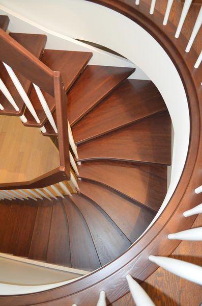 Очень удобная и красивая лестница