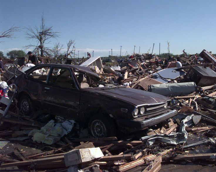 Looking_like_a_war_zone,_this_area_in_Oklahoma_City,_Oklahoma,_was_devastated_by_an_F-5_Tornado_with_winds_up_to_230_miles_per_hour_DF-SD-00-03255.jpg (1268×1012)