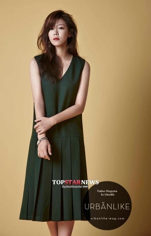 [UHD] '아홉수 소년' 경수진, 가을 여인 변신 화보 공개 http://bit.ly/1rxnlrE pic.twitter.com/LCbCtDybeN