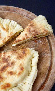 Focaccia veloce in padella porri e formaggi