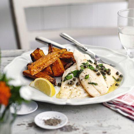 Традиционный гарнир к рыбе: отварной рис или овощи. Они неплохо заменят тыкву или сладкий картофель, рекомендуемые к этому блюду по рецепту.