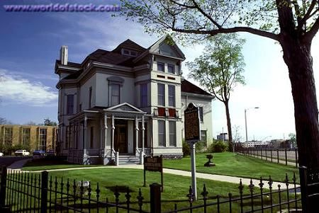OldHouses.com - 1884 Victorian - Whaley House Museum in Flint, Michigan
