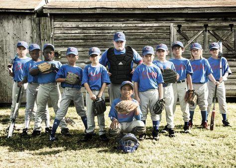 17 Creative Ideas for Baseball and Softball Team Portraits