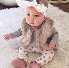 Baba divat és cukiság ebben a kis csajos pöttyös masnis szerelésben - Baby girl fashion style, outfit love. - (kép forrása :pinterest.com)