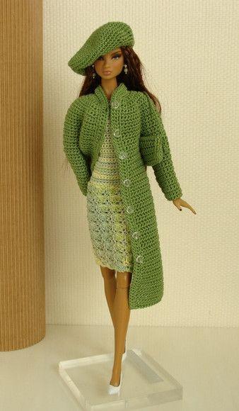 """Roupa feita de crochê para boneca barbie  Feita sob encomenda na medida certa da sua barbie, seja ela qual for o modelo, model mouse,fashion royalty, silkstone, etc.  """" Atenção não vendemos a boneca, sapatos ou bijuteria... Vendemos somente a roupa."""" R$35,00"""