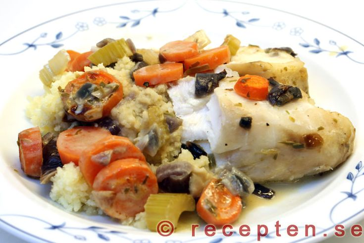 Fiskfilé med morötter och vitt vin i ugn - Mycket god fiskrätt med vit fiskfilé t.ex. hoki, sej eller torsk med en god sås. Tillagas i ugnen. Enkelt recept.