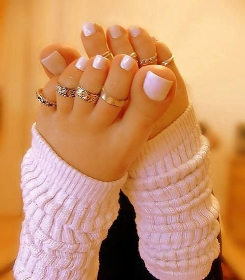 Black Nail Polish Foot: Pretty White Nail Polish With Toe Rings