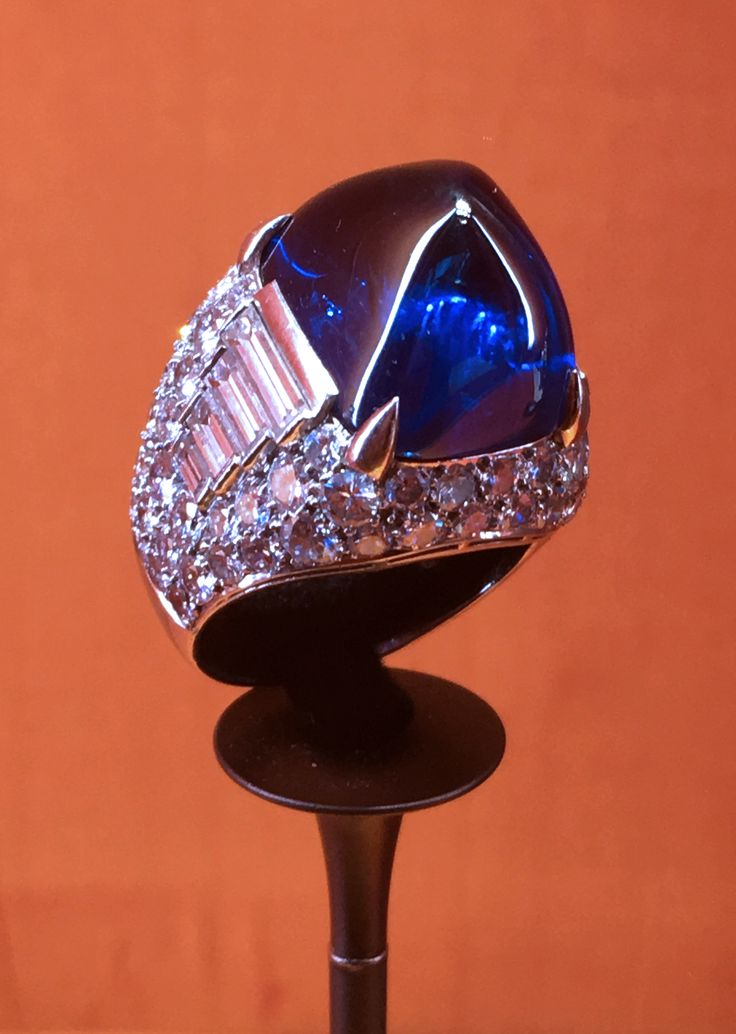 From the exhibition of Elizabeth Taylor's jewels: the famous sugar load sapphire ring set with baguette diamonds. Discover the history of Bulgari and the famous women who wore the jewels: http://www.thejewelleryeditor.com/jewellery/bulgari-history-of-style-celebrities-iconic-design/ #jewelry