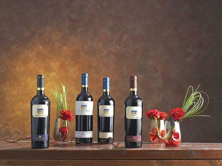 In un'atmosfera di elegante semplicità e di rispetto per il territorio, i vini prodotti da Castello delle Regine rappresentano l'espressione autentica della regione umbra, grazie alla elevata tipicità che li caratterizza e alle lunghe maturazioni in bottiglia che offrono inoltre una notevole longevità.