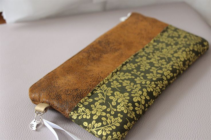 Sac à main / pochette de soirée en suédine marron et tissu à feuillage doré