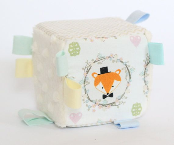 Baby sensory cube Friends in wood - sensory toy - educational toy - baby accesories - nursery - handmade sesnory block
