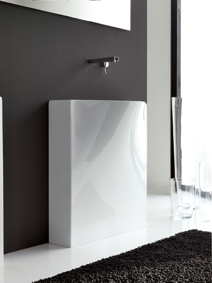 Back, design Meneghello Paolelli Associati. RED DOT DESIGN AWARD 2011.  Compatto e di profonditá davvero minima, il lavabo Back é presentato nelle due versioni da parete, a terra  o sospesa. In Livintec / Compact and very little depth, the washbasin Back is presented in two versions: back to wall or wall-hung. In Livingtec. #bathroom #sink #washbasin #design #bagno #lavabo
