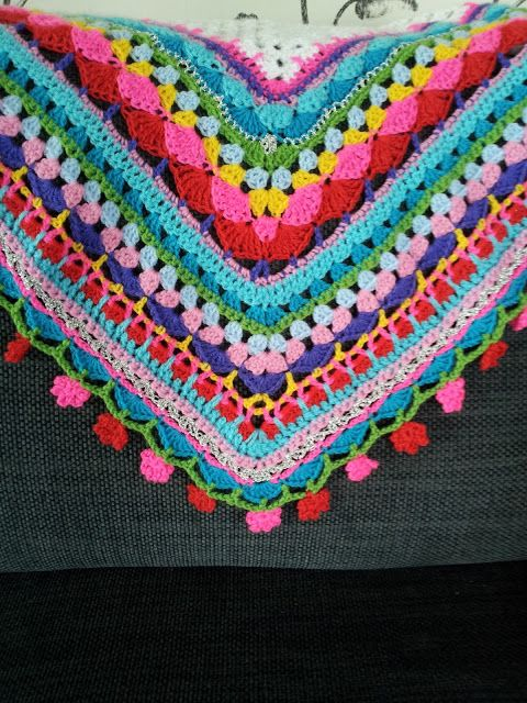 T-young: Another summer colors. Think I need to add a border to the white shawl I already have.